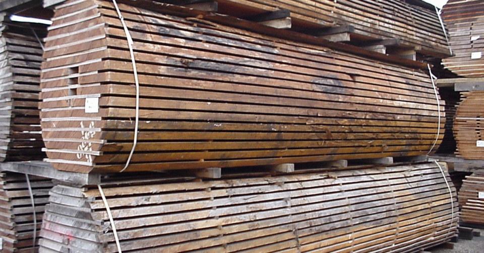 Stockage de plots bois en attente d'utilisation